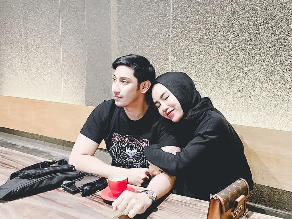 Lukman Azhari Hobi Ngopi Romantis Bareng Medina Zein