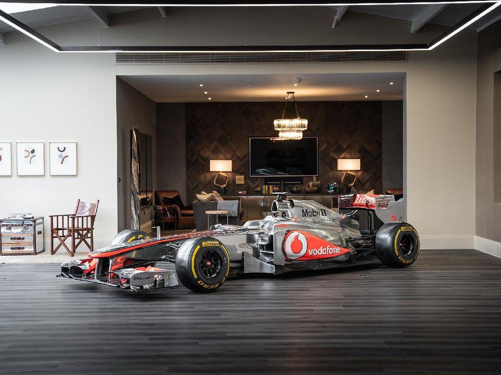 Mobil Balap F1 McLaren Dilelang!