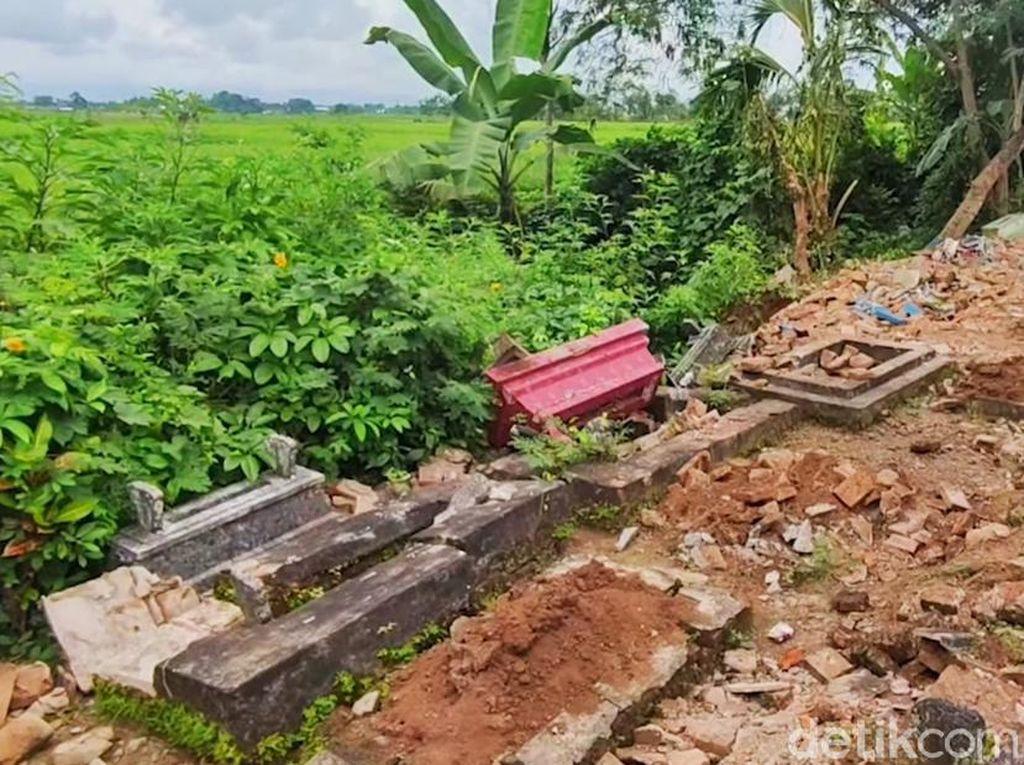 Puluhan Makam Desa di Banyuwangi Dirusak, Pelaku Masih Misterius
