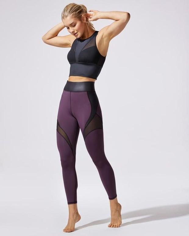 Pakaian olahraga yang bisa dipilih adalah legging.