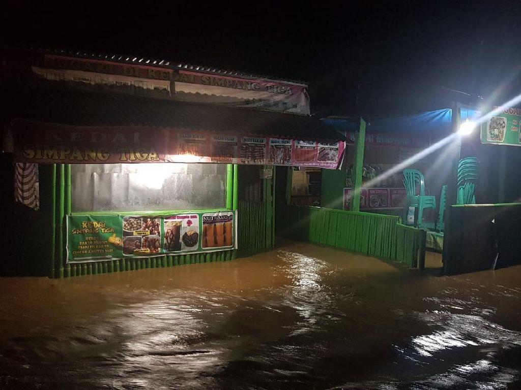 2 Sungai Meluap, Puluhan Rumah Warga di Polman Terendam Banjir