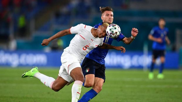 ROME, ITALY - JUNE 16: Manuel Akanji of Switzerland battles for possession with Ciro Immobile of Italy during the UEFA Euro 2020 Championship Group A match between Italy and Switzerland at Olimpico Stadium on June 16, 2021 in Rome, Italy. (Photo by Claudio Villa/Getty Images)