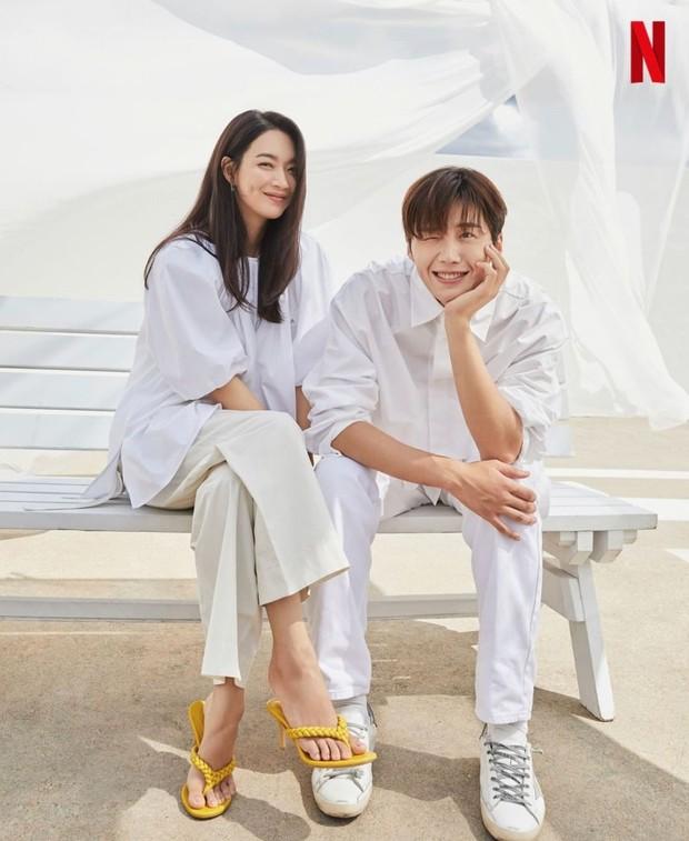 Drama Hometown Cha-Cha-Cha ini pertama kali menjalankan pembacaan naskah pada 21 April lalu kemudian dirilis pada 28 Agustus.