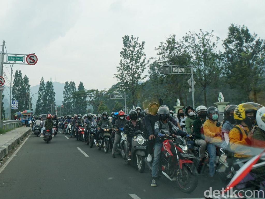 Penampakan Horor Kemacetan dari Arah Puncak Menuju Jakarta