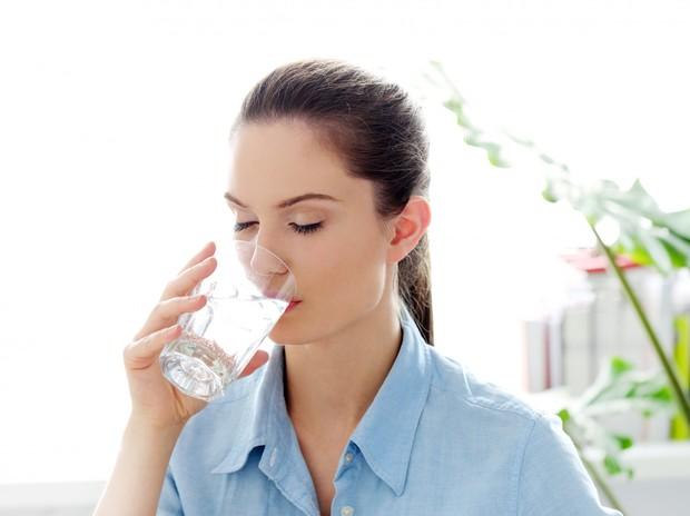 Manusia harus mengonsumsi air minum
