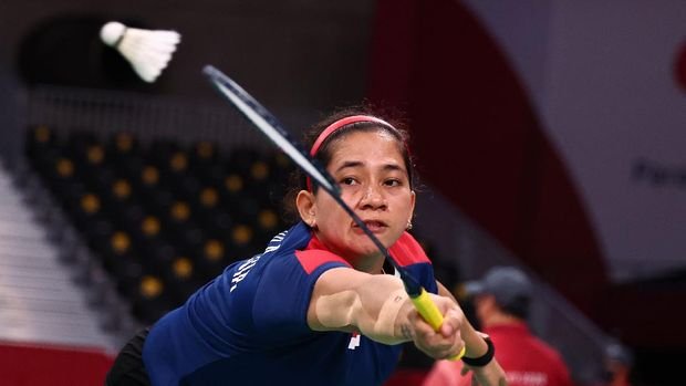 Tokyo 2020 Paralympic Games - Badminton - Women's Singles SL4 Gold Medal Match - Yoyogi National Stadium, Tokyo, Japan - September 5, 2021. Leani Ratri Oktila of Indonesia in action against Hefang Cheng of China. REUTERS/Athit Perawongmetha