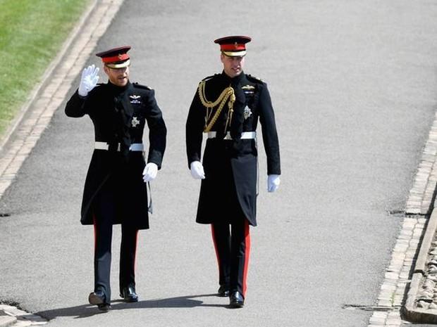 Makna dibalik outfit Kerajaan Inggris yang dipakai Pangeran Harry.