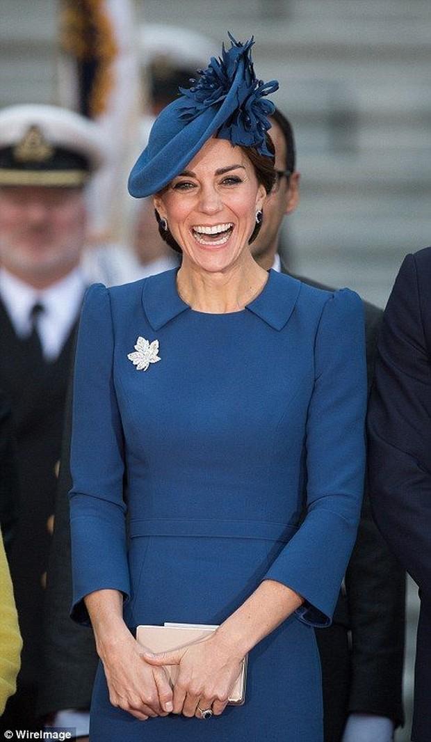 Makna dibalik outfit Kerajaan Inggris yang dipakai Kate Middleton.