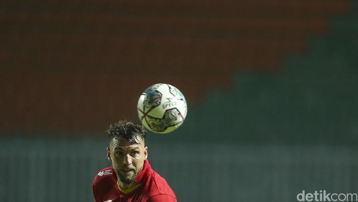 PSS Sleman dan Persija Jakarta berbagi poin dalam pertandingan pertama mereka di BRI Liga 1 2021. Kedua tim bermain imbang dengan skor 1-1.