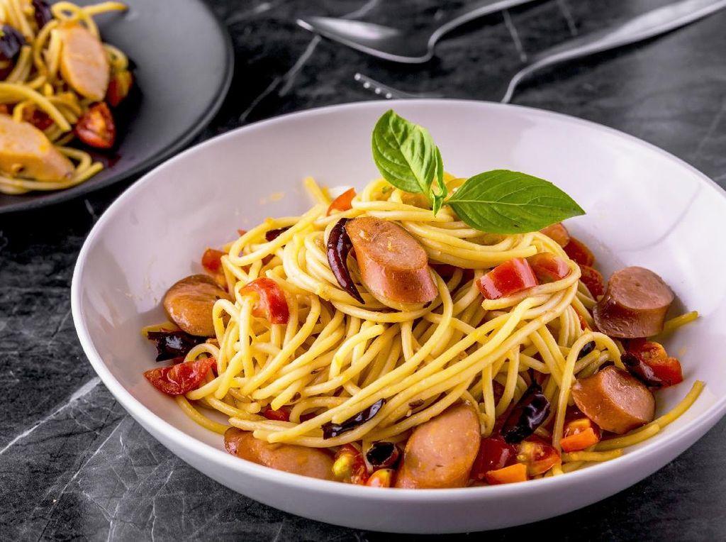 Resep Spaghetti Sosis Pedas yang Enak dan Praktis