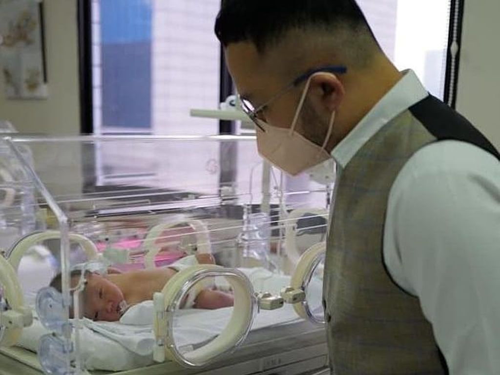 Selamat! Desainer Samuel Wongso Dikaruniai Putra Seminggu Lebih Cepat