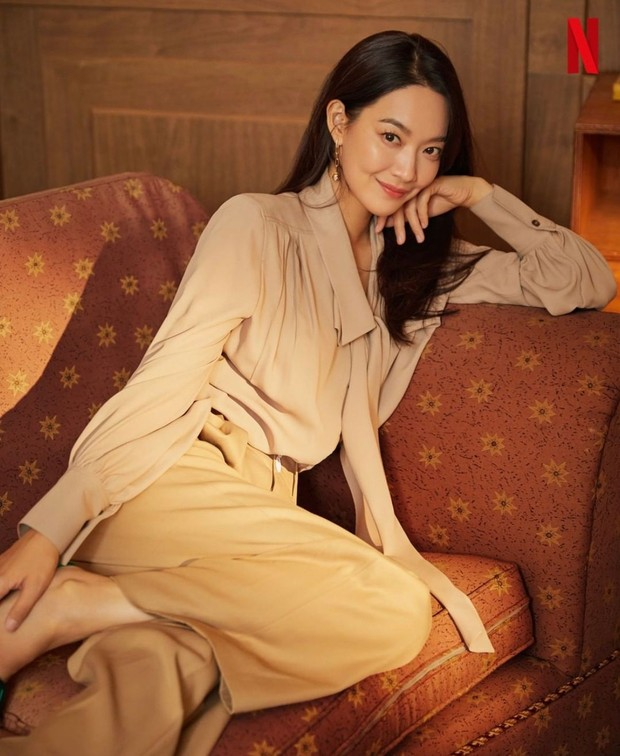 Sebelumnya, Shin Min Ah pernah membintangi drama garapan sutradara Yoo Je Won berjudul Tomorrow With You.