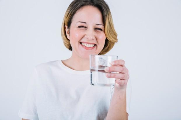 Terlalu banyak minum air bisa terkena hiponatremia