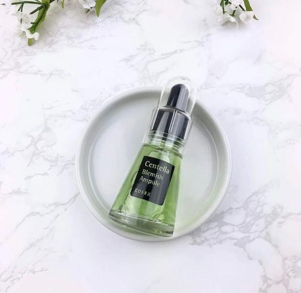 Produk ini mengandung centella asiatica yang dapat memperbaiki masalah kulit dan menenangkan kulit yang berjerawat.