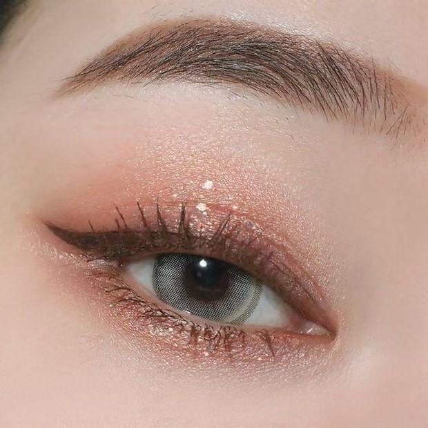 Eyeshadow glitter ala Korean Make Up/Pinterest.com/We Heart It
