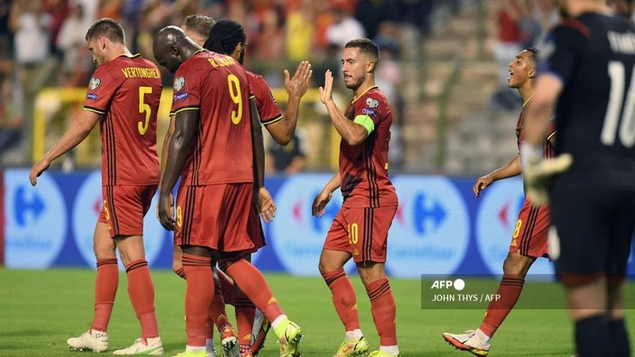 Belgiums forward Eden Hazard celebrates (R) after scoring during the FIFA World Cup Qatar 2022 qualifying round Group E football match between Belgium and Czech Republic at the King Baudouin Stadium in Brussels, on September 5, 2021. (Photo by JOHN THYS / AFP)