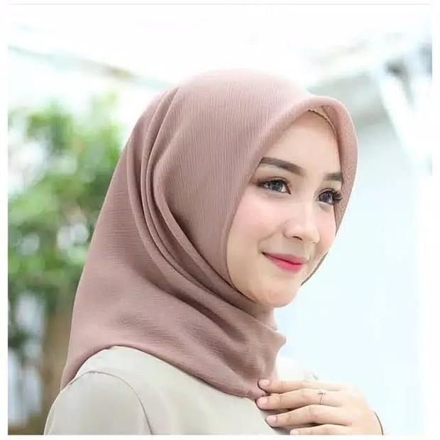 Hijab bahan cornskin bertekstur seperti kulit jagung yang berongga