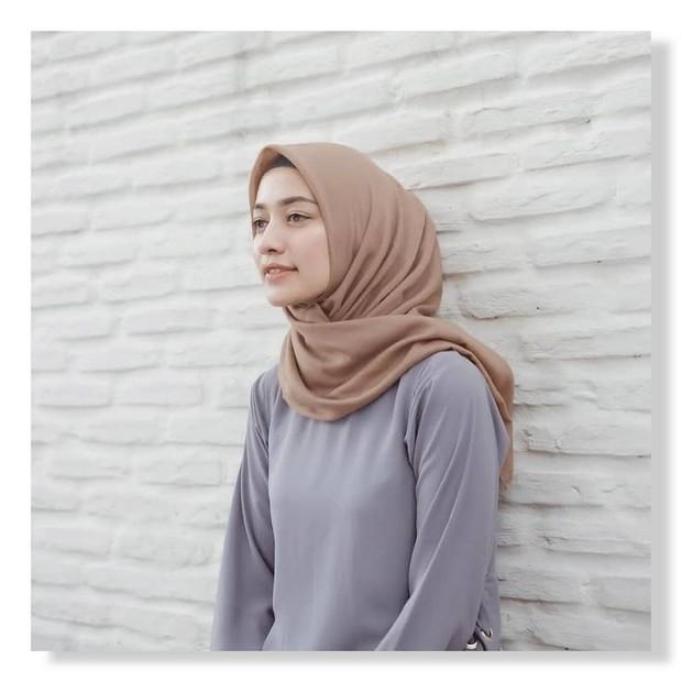 Hijab voal cocok banget digunakan untuk traveling, karena tidak terasa panas dan tidak mudah lecek.
