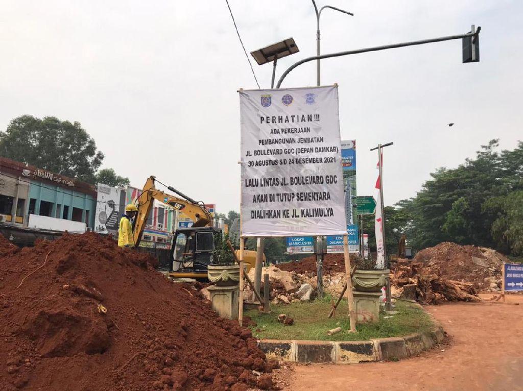 Jalan Amblas Grand Depok City Mulai Diperbaiki, Lalu Lintas Dialihkan