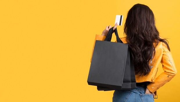 Sebaiknya kamu menjauhkan diri dari godaan berhutang atau penawaran membayar setelah berbelanja.