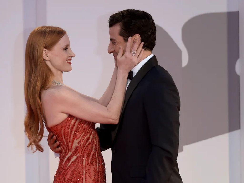 Jessica Chastain dan Oscar Isaac Mesra di Venice Film Festival, Twitter Heboh