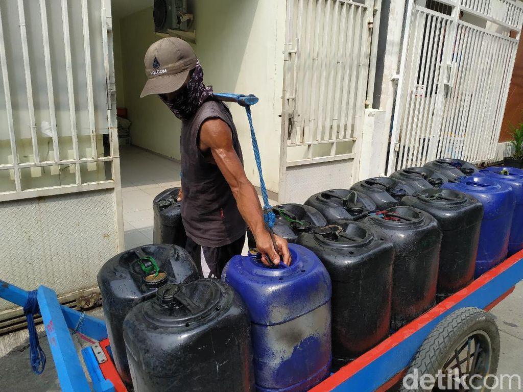 PAM Targetkan Perbaikan Semalam tapi Air Jl Pademangan III Masih Macet