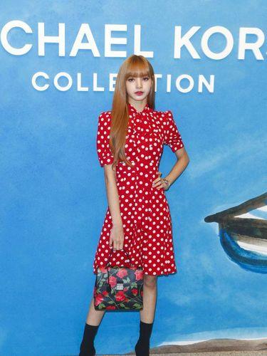 Penampilan Lisa dalam New York Fashion Week