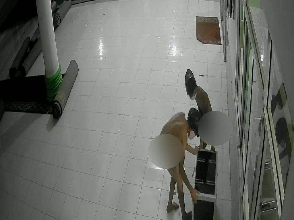 2 Pria Bercelana Dalam Bak Tuyul Maling Kotak Infak di Sumbar Ditangkap
