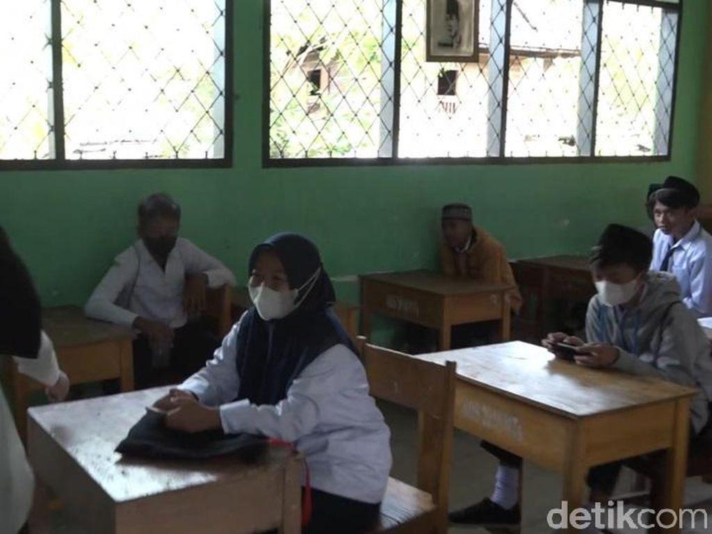 Hari Pertama PTM di Polman, Sejumlah Murid Tak Bermasker di Kelas