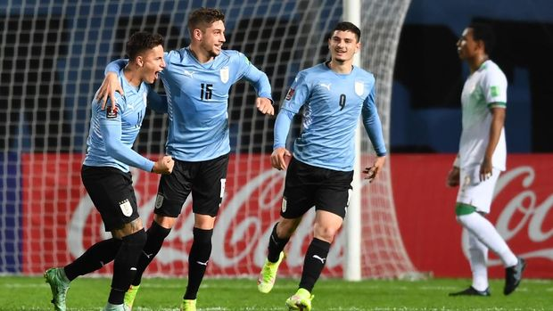MONTEVIDEO, URUGUAY - SEPTEMBER 05: Federico Valverde of Uruguay celebrates with teammates after scoring the second goal of his team during a match between Uruguay and Bolivia as part of South American Qualifiers for Qatar 2022 at Campeon del Siglo Stadium on September 05, 2021 in Montevideo, Uruguay. (Photo by Pablo Porciuncula - Pool/Getty Images)