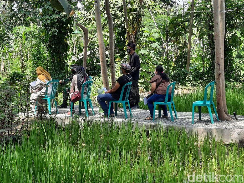 Foto: Vaksinasi Asyik di Yogya, Pemandangannya Sawah dan Desa