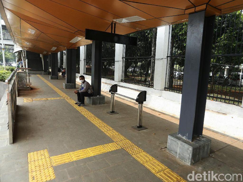 Wajah Baru Halte TransJakarta di Stasiun Palmerah