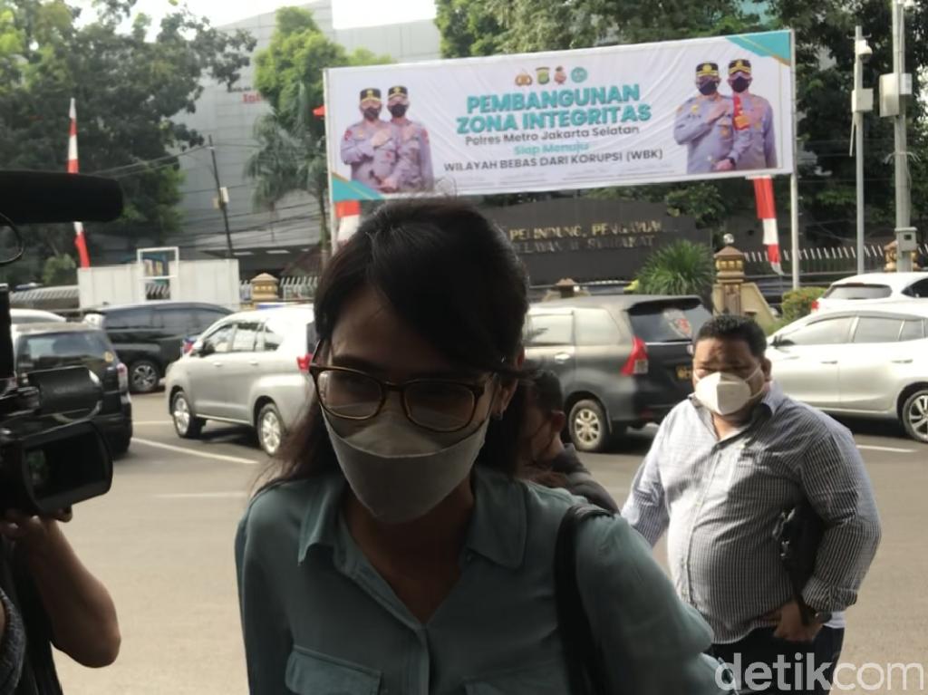 Rezky Aditya Dipolisikan Wenny Ariani Kasus Dugaan Penelantaran Anak