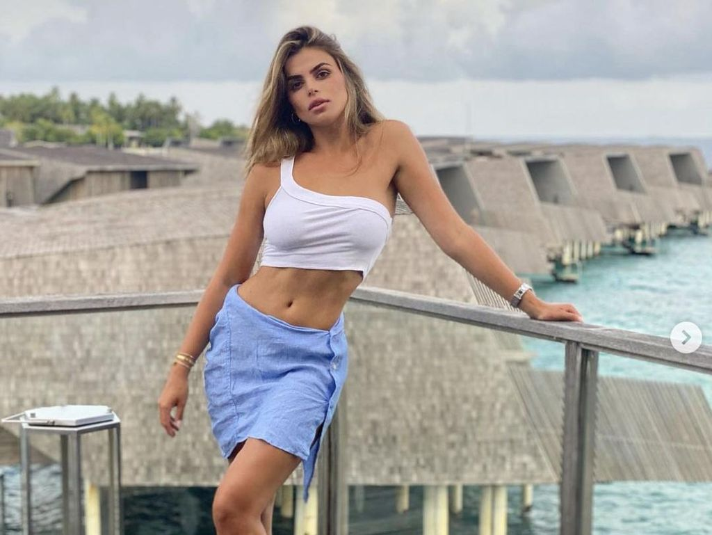 10 Foto Brooks Nader, Model Baju Renang yang Pose Topless di Bali