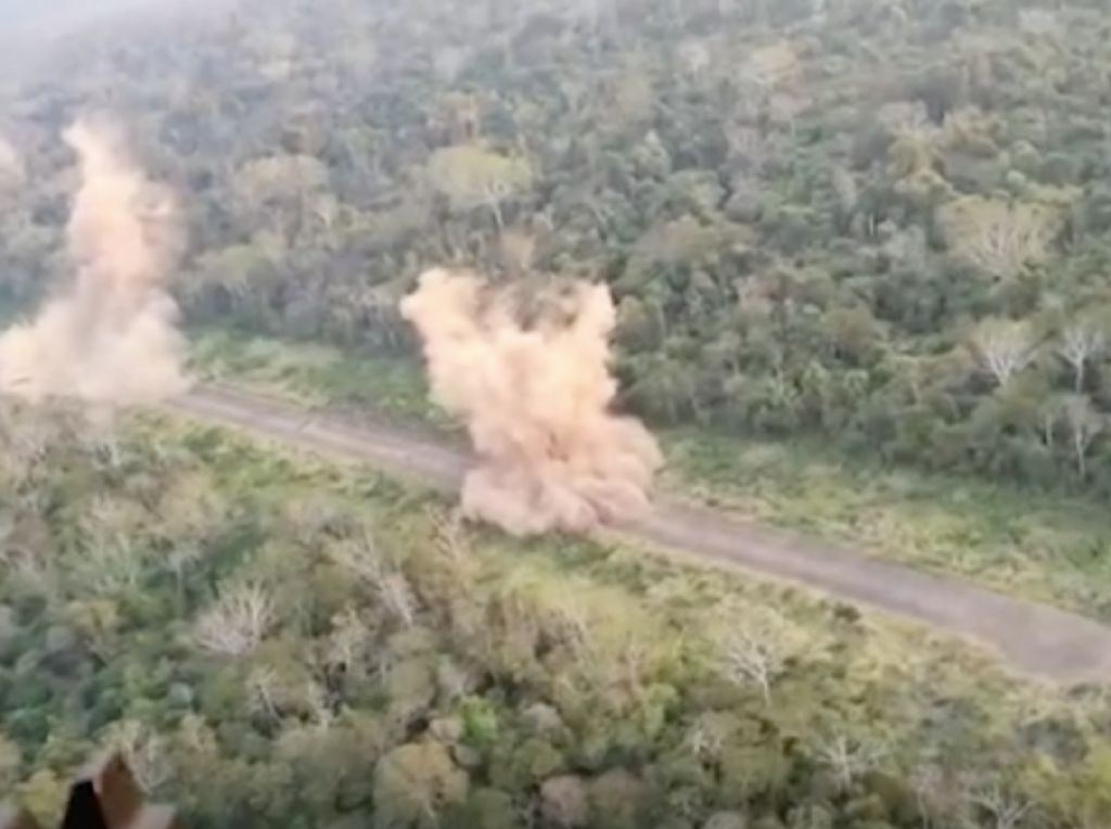 Ditemukan Lapangan Terbang Bandar Narkoba di Tengah Hutan Amazon