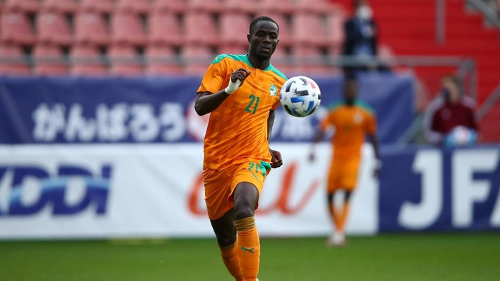 UTRECHT, NETHERLANDS - OCTOBER 13: Eric Bailly of Ivory Coast in action during the international friendly match between Japan and Ivory Coast at Stadion Galgenwaard on October 13, 2020 in Utrecht, Netherlands. (Photo by Dean Mouhtaropoulos/Getty Images)