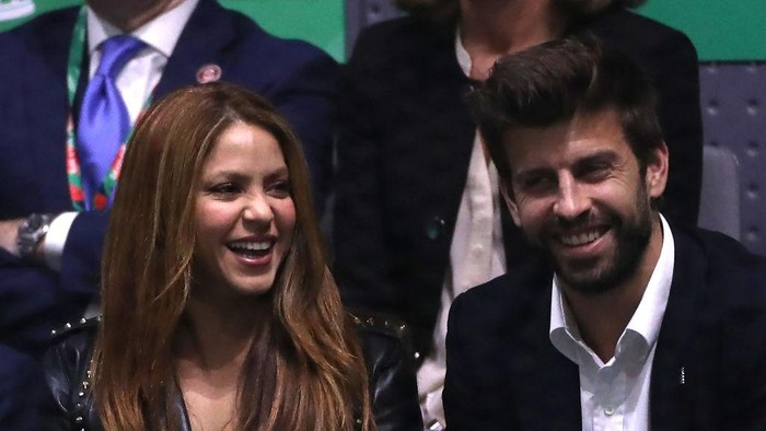 MADRID, SPAIN - NOVEMBER 24: Musician Shakira and football player Gerard Pique in the Final between Spain and Canada during Day Seven of the 2019 David Cup at La Caja Magica on November 24, 2019 in Madrid, Spain. (Photo by Alex Pantling/Getty Images)