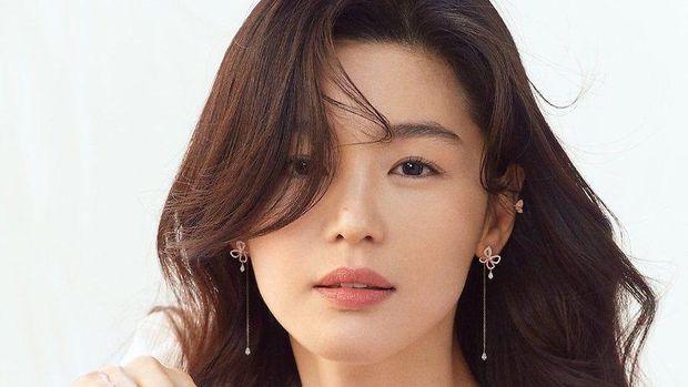 Aktris Jun Ji Hyun yang mengawali karir sebagai model