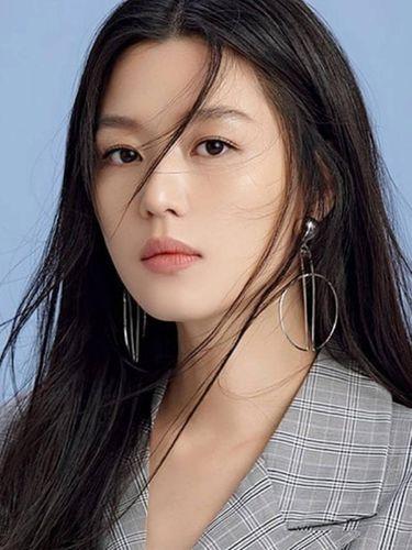 Jun Ji Hyun menjadi aktris Korea Selatan yang menerima bayaran paling mahal saat ini