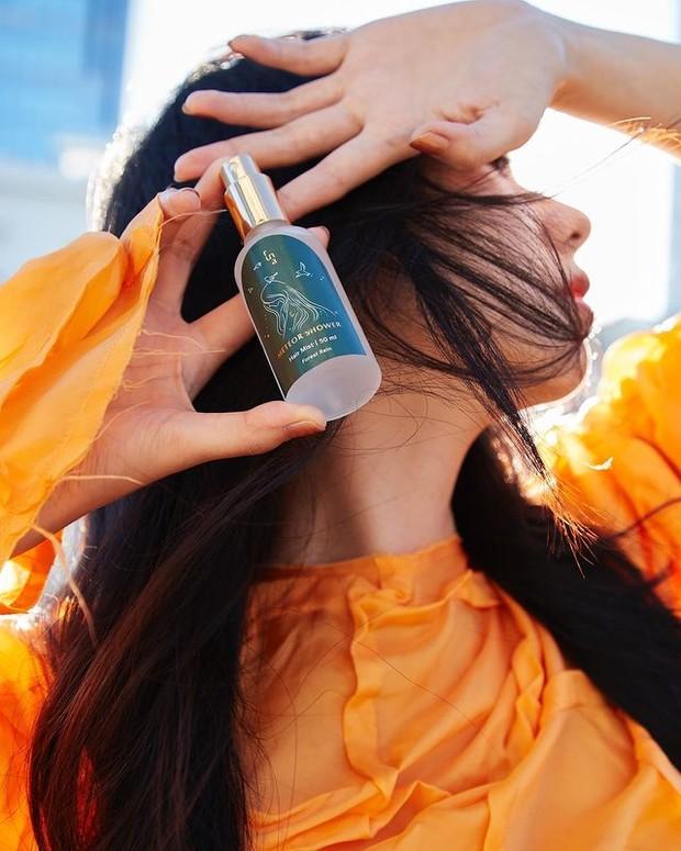 Perawatan Rambut dengan Meteor Shower Antibacterial Hair Mist