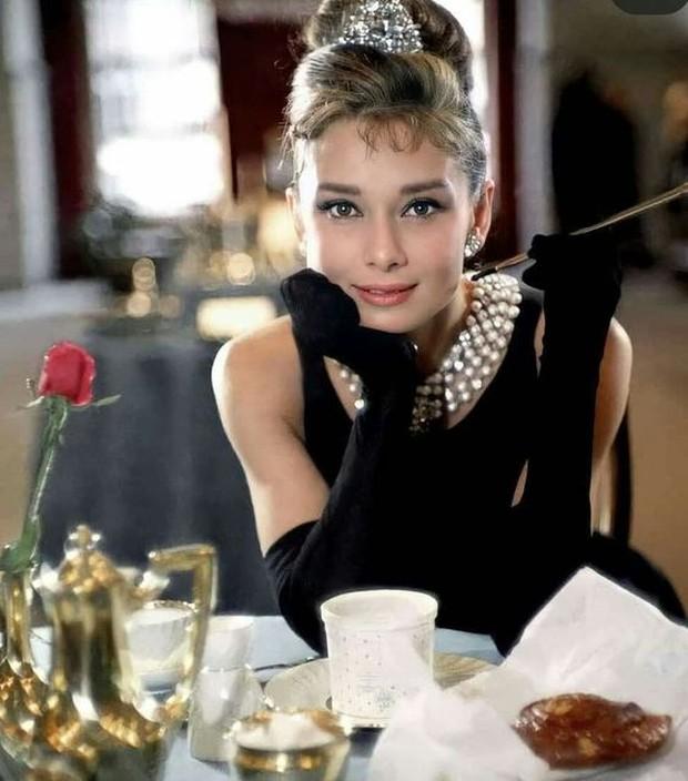 Dress selebriti paling mahal pernah dipakai Audrey Hepburn.