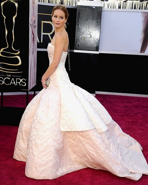 Dress selebriti paling mahal pernah dipakai Jennifer Lawrence.
