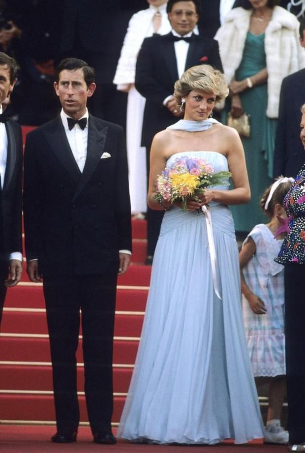 Dress selebriti paling mahal pernah dipakai Putri Diana.