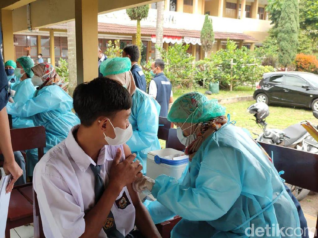 Vaksinasi Pelajar di Bandung Barat Rendah-Kota Cirebon Sisa 60 Kasus Corona