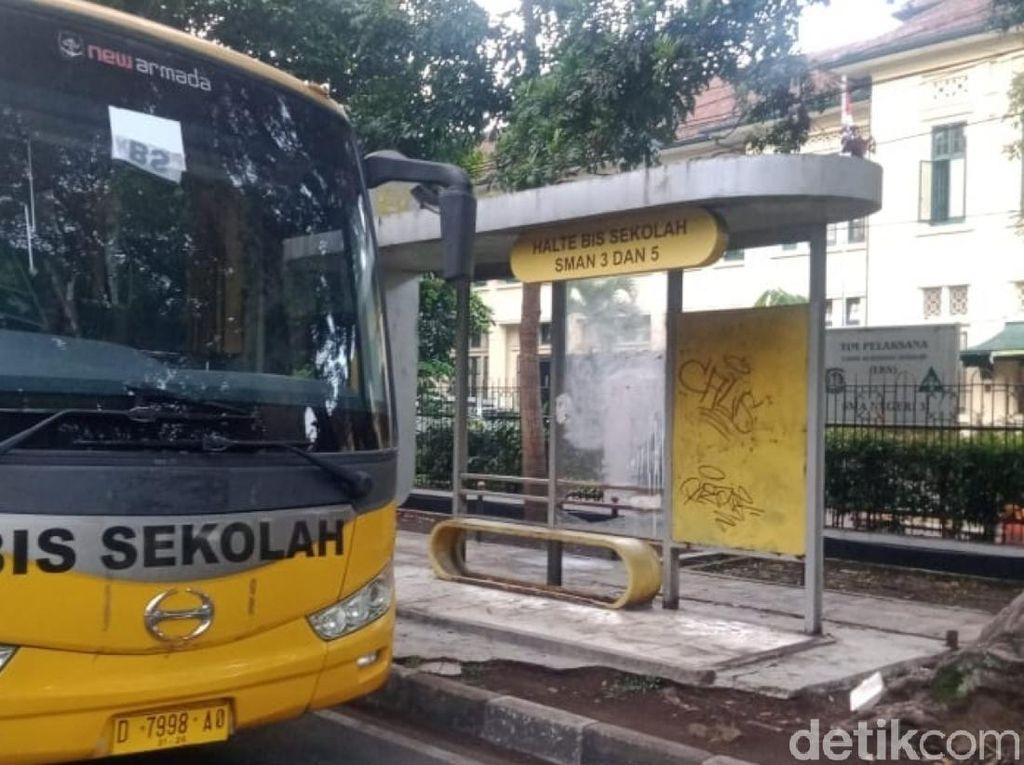 Bus Sekolah Kembali Mengaspal di Kota Bandung