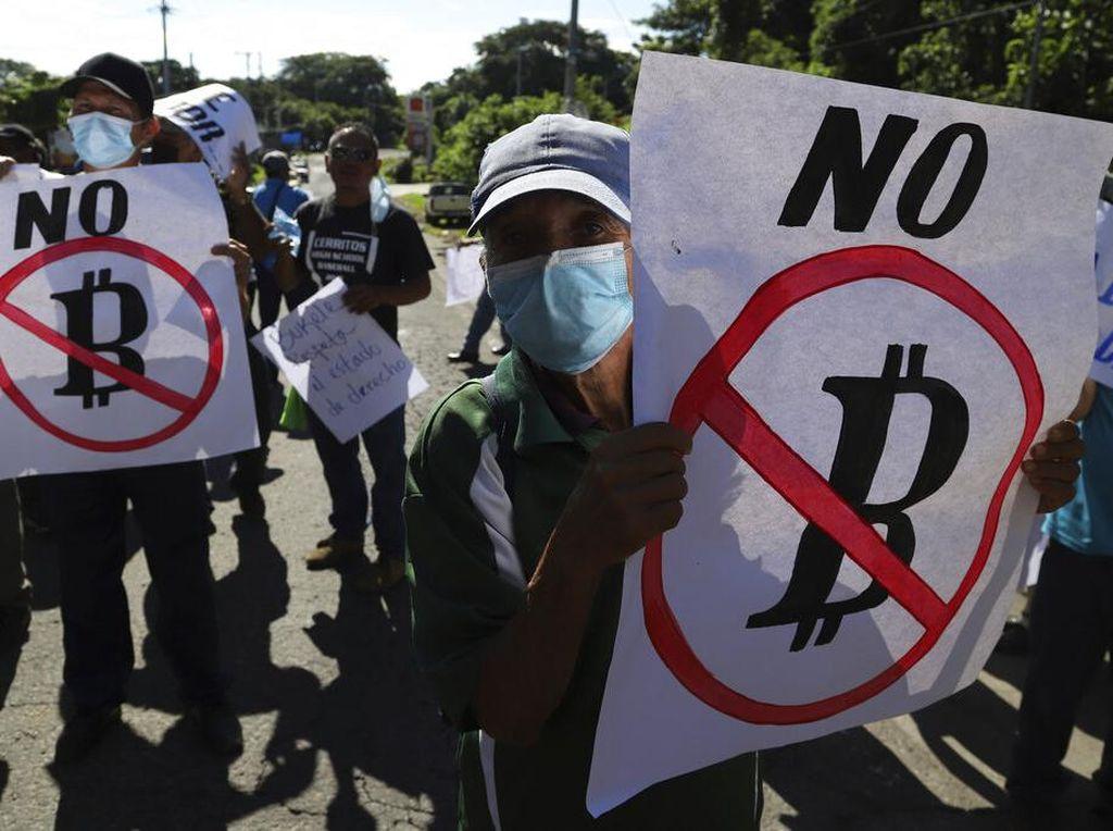 Warga Protes Penggunaan Bitcoin di El Salvador