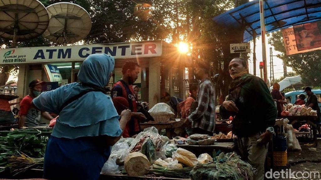 Hiruk Pikuk Aktivitas di Pasar Minggu Saat Jakarta PPKM Level 3