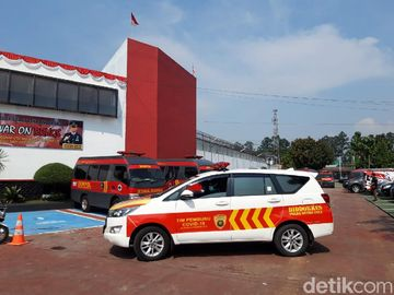 Jajaran Ambulans Siaga Usai Kebakaran Maut Lapas Tangerang