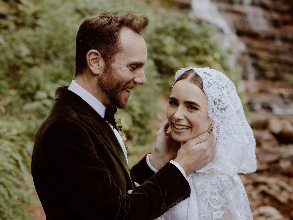 Lily Collins Menikah, Cantik dengan Gaun Pengantin Bak Negeri Dongeng