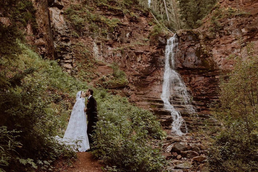 Gaun pengantin Lily Collins